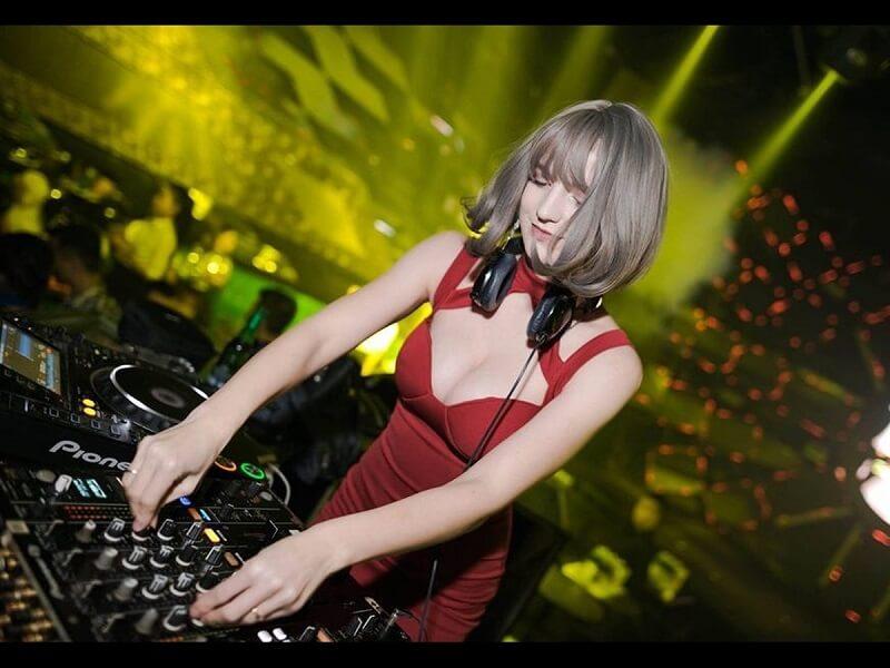 Cộng đồng mạng nói gì về clip DJ Alexandra Rud